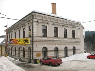 Hotel Krakonoš v Jablonci nad Jizerou - pohled od silnice.